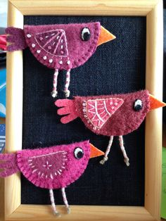 Bird Crafts, Felt Crafts, Easter Crafts, Fabric Crafts, Felt Christmas Decorations, Felt Christmas Ornaments, Christmas Art, Sewing Projects, Craft Projects