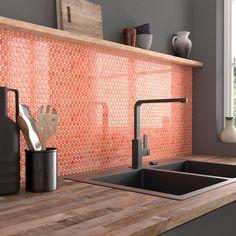 Bold and bright splashback using the VID Circle collection. Coral Kitchen, Green Kitchen, Kitchen Colors, Kitchen Design, Home Interior, Interior Decorating, Interior Design, Design Interiors, Coral Bathroom