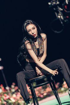 Queen of kpop: Sunmi Heroine Kpop Girl Groups, Korean Girl Groups, Kpop Girls, Cool Girl, My Girl, Wonder Girls Members, Korean Celebrities, Kpop Fashion, Korean Singer
