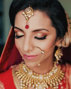 bold wedding makeup Hottest Cost-Free bold Bridal Makeup Ideas Bridal makeup may seem very interesting and every woman provides a dream to give the ideal marriage Bridal Makeup Looks, Indian Bridal Makeup, Wedding Makeup, Lilac Wedding, Wedding Day, Dream Wedding, Wedding Tips, Jewel Images
