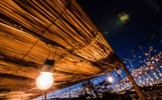 Luzes do anoitecer são colocadas em destaque #AmoresRoubados   Fotos da Antônia   TV Globo