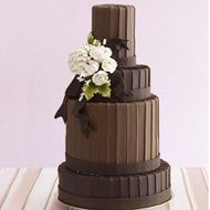 ridged edged cake. great nontraditional look.