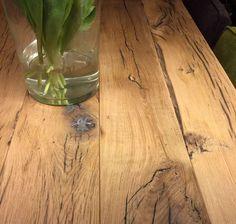 Tafel van glad geschaafde eikenhouten wagonplanken van 40 mm dikte, circa 16 cm breed en 260 cm lang. Te koop in A-keuze bij houthandel Gadero. Gadero Productnummer: LDS30990-30-200