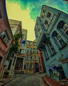 Traditional old houses in İstanbul by Oktay Akbulut. (via Instagram - oktayakbulut) #turkey #türkiye #istanbul #houses #evler #historical #tarihi #architecture #mimari #travel #trip #journey #holiday