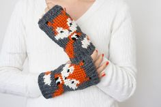 Fox fingerless gloves crochet pattern FREE | www.1dogwoof.com plus you get a chance to win a set of Clover crochet hookds - good for U.S. residents only - sorry evryone! ~ these gloves are really cute - very striking! ~ these gloves can be made with this FREE CROCHET pattern