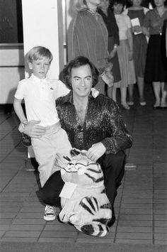 Neil Diamond Pictures and Photos - Getty Images Diamond Girl, Neil Diamond, Diamond Picture, West Midlands, Prince And Princess, Prince Of Wales, Stock Pictures, Prince William, Royalty Free Photos