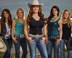 The Women of Rodeo Girls Darcy get to the back. Cowgirl Mode, Estilo Cowgirl, Cowboy Girl, Cowgirl And Horse, Western Girl, Cowgirl Style, Horse Girl, Western Wear, Real Country Girls