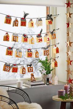 24 Häuschen-Schachteln machen den Adventskalender zum Fensterblickfang. Ganz…