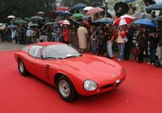 A little rain isn't enough to drive away a crowd of Alfa lovers!