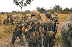 Army troops prepare to move out on patrol from their fire base during the Vietnam War, July Vietnam History, Vietnam War Photos, My War, American Soldiers, American Veterans, Vietnam Veterans, American Revolution, Cold War, Military History