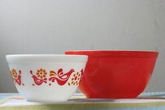 vintage red pyrex bowls...love the red