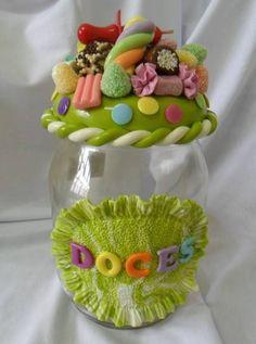 Pote de vidro decorado em biscuit . R$ 40,00 Cute Polymer Clay, Polymer Clay Miniatures, Polymer Clay Creations, Polymer Clay Crafts, Diy Clay, Clay Jar, Jar Art, Colorful Candy, Decorated Jars
