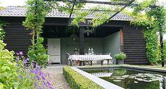 http://www.tuindesign-ten-horn.nl Tuinarchitect - tuinontwerp. Klassieke natuurlijk ogende achtertuin in Limburg met tuinhuis, vijver en pergola. Voortuin met hoogteverschil formeler van aard.