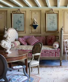 Breakfast room -18th-century estate in Bordeaux, undergoes a dazzling transformation by Paris-based designer Michael Coorengel. Image Elle Decor.