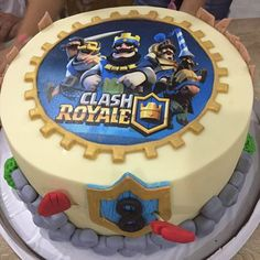 Clash Games provides latest Information and updates about clash of clans, coc updates, clash of phoenix, clash royale and many of your favorite Games Torta Clash Royale, Royal Cakes, Royal Party, Clash Of Clans, Easy Desserts, Party Time, Cupcake Cakes, Cake Decorating, Birthdays