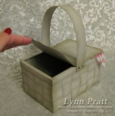 This is my new Picnic Basket box with Bologna Sandwich card! This great box is perfect to give a present in for any occasion! 3d Paper Crafts, Diy Crafts, Printable Box, Printables, Christmas Gift Card Holders, Paper Purse, Paper Basket, Scrapbook Cards, Scrapbooking