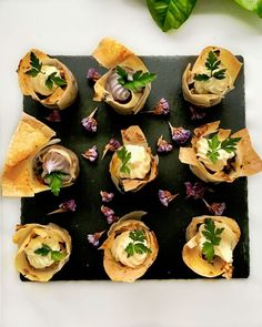 πιτάκια με κατσικίσιο τυρί, πατάτες & αρωματική μους τυριού - Pandespani.com Mousse, Goat Cheese, Sushi, Appetizers, Pie, Ethnic Recipes, Food, Torte, Tart