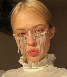 Discover recipes, home ideas, style inspiration and other ideas to try. Fashion Week, High Fashion, Fashion Show, Fashion Outfits, Fashion Design, Face Jewellery, Look Man, Aesthetic Fashion, Aesthetic Dark