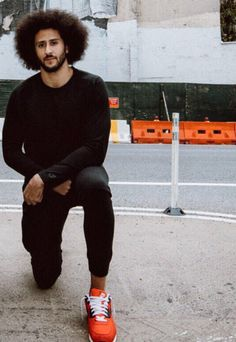 Colin Kaepernick has started a polarizing discussion in media and in everyday lives regarding if this is okay to do and what it means for the American public as well as America itself. Handsome Black Men, Black Man, Hulk Sketch, Hot Rugby Players, Black Leaders, Taking A Knee, Love My Man, Colin Kaepernick, Power To The People