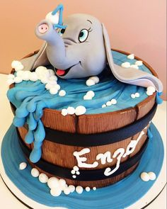 Reposted from - Dumbo! Bolo by Elephant Cake Pops, Elephant Food, Elephant Theme, Disney Cakes, Disney Food, 7 Cake, Cupcake Cakes, Dumbo Cake, Ariel Cake
