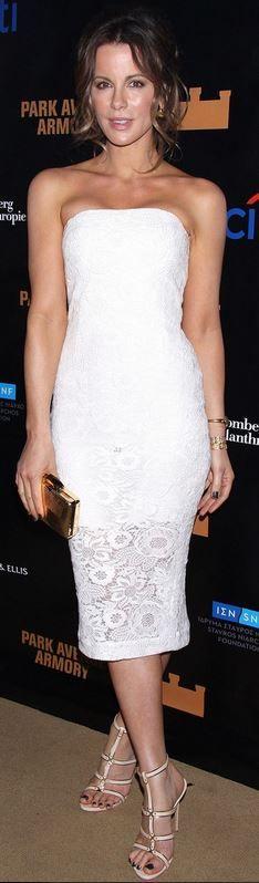 Kate Beckinsale: Dress – Monique Lhuillier  Shoes – Casadei  Purse – Kotur  Jewelry – Neil Lane