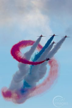 Red Arrows loop around each other by MJM Images on 500px