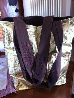 borsa confezionata con sacchetti del caffè