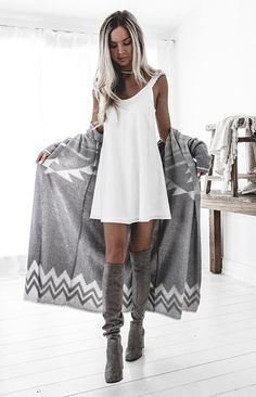 grey and white style | nice mini dress with warm knit cape | Kisrty Fleming style | bohemian outfit