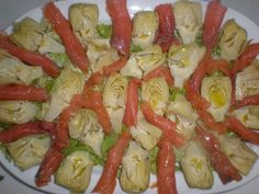 Ensalada Atlántica Ingredientes (para 4 comensales) 8 Hojas de lechuga rizada 1 Bote de alcachofas 200 Gramos de salmón ahumado...