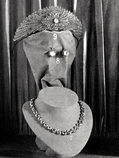 THIS is the Yusupov Sunburst Chaumet tiara ! The Yusupov Jewellery on display in 1914. In 1914 when Prince Felix Yussupov got married he ordered an rock crystal and diamond tiara from Cartier for the wedding which is still well known. Some old jewellery was also remodelled by Chaumet and included a headband in with diamonds and rubies and a narrow headband open worked in diamonds with a quadrangular emerald in the centre.