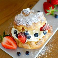 [fruity summer greetings] Windbeutel with mascarpone filling and berries