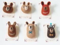 くまブローチ -by ヒツジフエルト縮絨室 ヒロタリョウコ[Bear Brooch by Felt Fulling Lab-Ryoko Hirota]20140812: