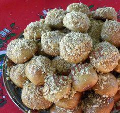 Melomakaronia (Honey cookies) http://kopiaste.org/2007/12/melomakarona-honey-cookies/ Μελομακάρονα http://www.kopiaste.info/?p=193