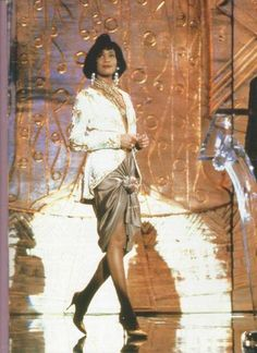 Whitney Houston ... Queen of the Night