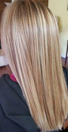 Frontal Hairstyles, Wig Hairstyles, Champagne Blonde Hair, Beyonce Blonde, Curly Hair Styles, Natural Hair Styles, Real Hair Wigs, Blonde Hair With Highlights, Looks Black