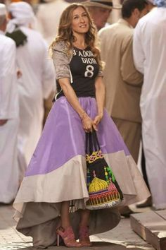 Carrie Bradshaw look. this is one of my fave carrie outfits! Estilo Carrie Bradshaw, Carrie Bradshaw Outfits, Sarah Jessica Parker, City Outfits, Fashion Outfits, City Fashion, Outfits 2016, Ball Skirt, Dress Skirt