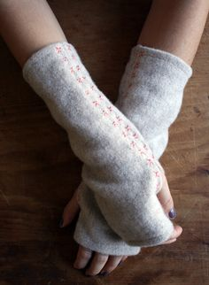 So easy even I can sew this and an embroidered pair can be made in under an hour! Full tutorial here! Molly's Sketchbook: Felted Wool Wrist Warmers - The Purl Bee - Knitting Crochet Sewing Embroidery Crafts Patterns and Ideas! Purl Bee, Wool Felt, Felted Wool, Old Sweater, Purl Soho, Wrist Warmers, Winter Accessories, Fingerless Gloves, Fleece Gloves