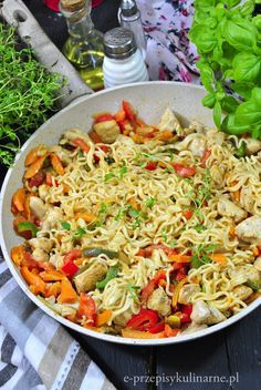 Noodle noodles with chicken and vegetables - Przepisy - Makaron Almond Chicken, Asian Recipes, Ethnic Recipes, Chicken And Vegetables, Chinese Food, Poultry, Noodles, Catering, Spaghetti