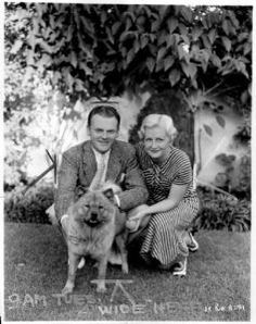 Today in 1922 vaudevillian/actor Jimmy Cagney married fellow chorus line member Frances 'Billie' Vernon - they remained married the rest of his life until he passed in 1986 - one of the great, long-enduring Hollywood marriages. Old Hollywood Glamour, Hollywood Actor, Vintage Hollywood, Hollywood Stars, Classic Hollywood, Hollywood Couples, Vintage Vogue, James Cagney, Famous Couples