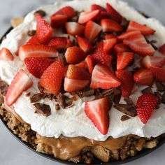 No bake chokoladetærte med ganache og bær – Frederikke Wærens Cream Puff Cakes, Whipped Cream, Cravings, Biscuits, Food Porn, Strawberry, Yummy Food, Easy, Inspiration