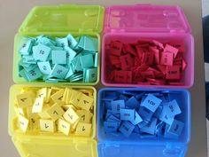 """Timbres de numération Montessori aux couleurs de """"Pour comprendre les mathématiques"""". (Boites Ikea)"""