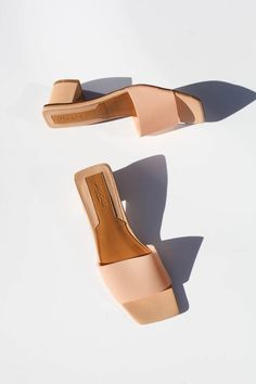 Block heel slide with PVC upper and leather sole. Details and Fit PVC/LeatherLow Block Heel heel height Foto Still, Leather Bag Tutorial, Shoe Boots, Shoes Sandals, Blue Shoes, Shoe Game, Summer Shoes, Shoe Brands, Wedding Shoes