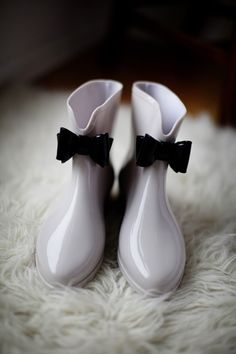 Styling Autumn Wedding| Real Wedding Bride and Grooms Autumn Wedding | Bridal Wellies and Shoes for Autumn and Winter Weddings | Confetti.co.uk