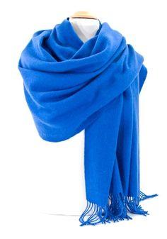 mesecharpes.com · Etole bleu vif en laine. Une étole en laine douce et  chaude disponible sur la 5b5e5af3329