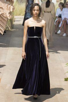 Christian Dior Fall 2017 Couture Fashion Show - Selena Forrest