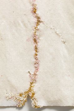 Minutes – Kintsugi motif in Liza Lou's art. The detail is from the piece Pray, 2010-2011, made out of white and gold pleated glass beads.