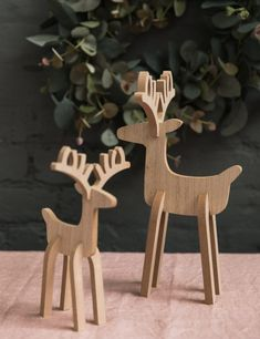 Vintage Home Accessories Christmas Mood, Christmas Makes, Christmas Crafts, Home Accessories Stores, Vintage Home Accessories, Reindeer Decorations, Christmas Decorations, Wooden Reindeer, Woodworking Projects That Sell