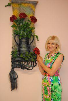 Macrame Wall Hanging 'Vase of Roses' - Handmade with hemp string Macrame Wall Hanging Patterns, Macrame Art, Macrame Patterns, Weaving Textiles, Weaving Art, Tapestry Weaving, Tea Cosy Knitting Pattern, Hanging Vases, Crochet Art