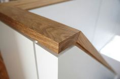Detail, shadow gap at guardrail cap Timber Staircase, Stair Handrail, Staircase Railings, Banisters, Staircase Design, Stairways, Building Stairs, Joinery Details, Stair Detail