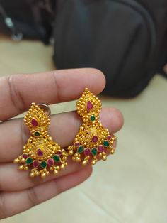 Jewelry Design Earrings, Gold Earrings Designs, Gold Jewellery Design, Gold Bridal Earrings, Gold Necklace, Indian Jewelry Sets, Gold Ring Designs, Black Gold Jewelry, Ear Rings